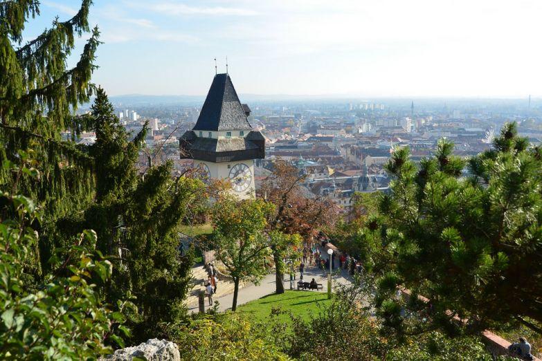Вид на Грац и башню Уртурм