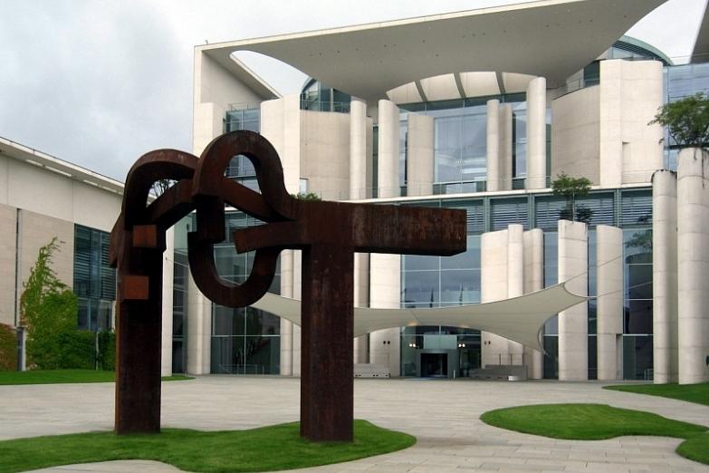 Здание Ведомства федерального канцлера Германии