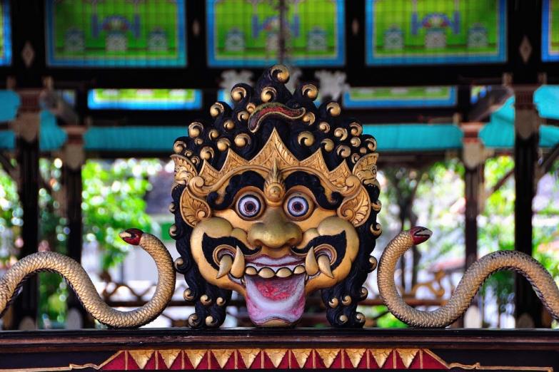 Традиционное украшение храма