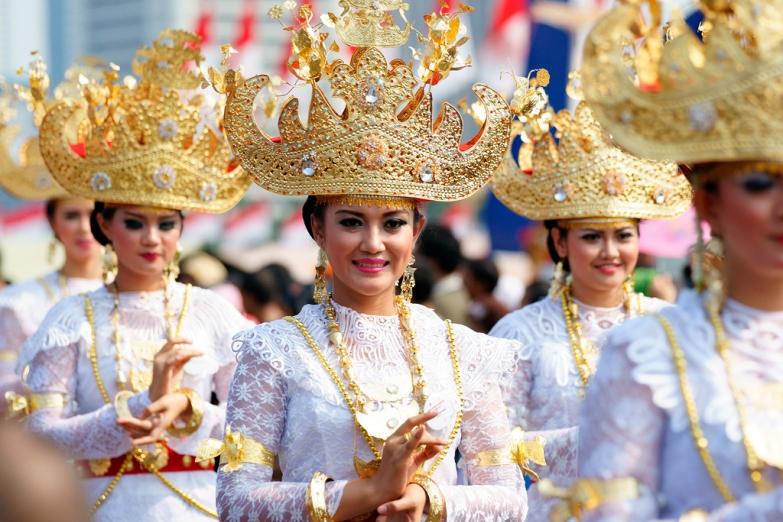 Красавицы в традиционной одежде