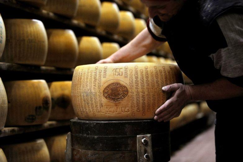 Сырный банк принимает вклады сыром пармезан