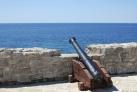 Старая пушка охраняет покой крепости Будвы