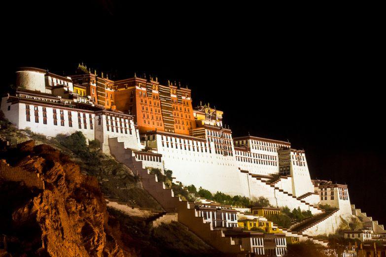 Дворец Потала ночью