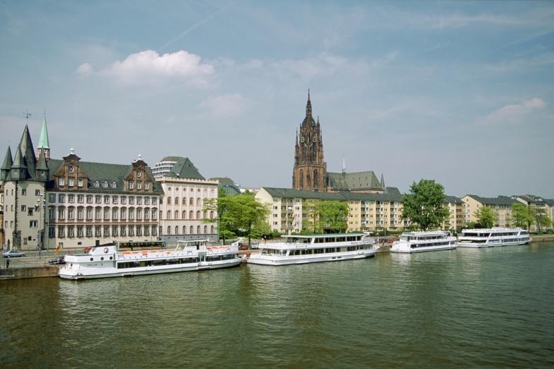 Река Майн и Кафедральный собор Франкфурта