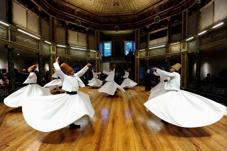 Танец дервишей в Турции