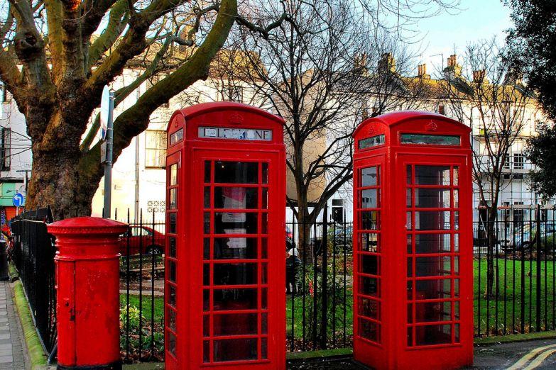 Традиционные телефонные будки