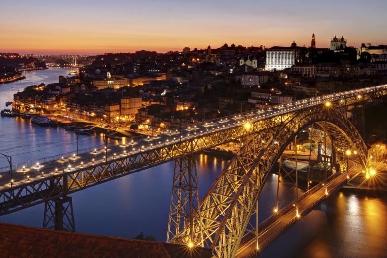 Мост Луиша I в ночном освещении
