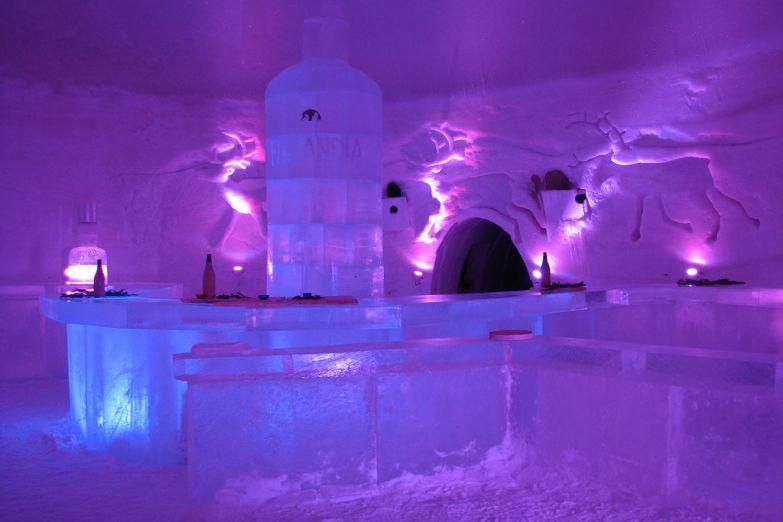 Бар ледяного отеля в Кеми