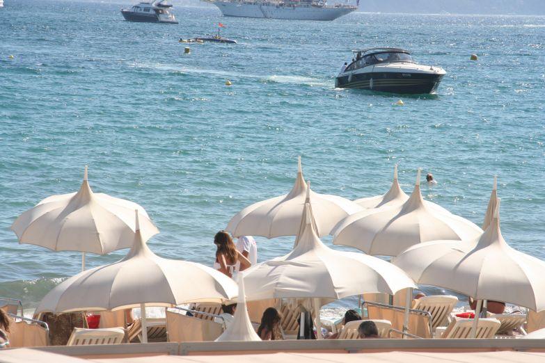 Пляжные зонтики