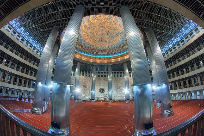 Интерьер мечети Истикляль