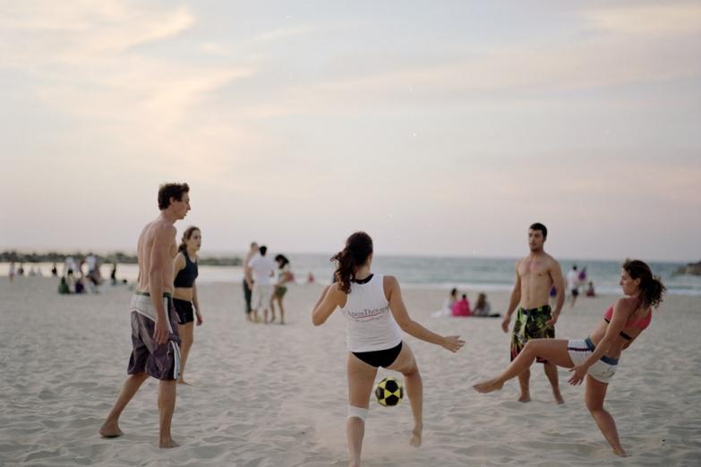 Игры на городском пляже