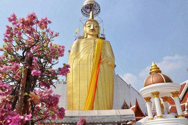 Храм Стоящего Будды в Бангкоке