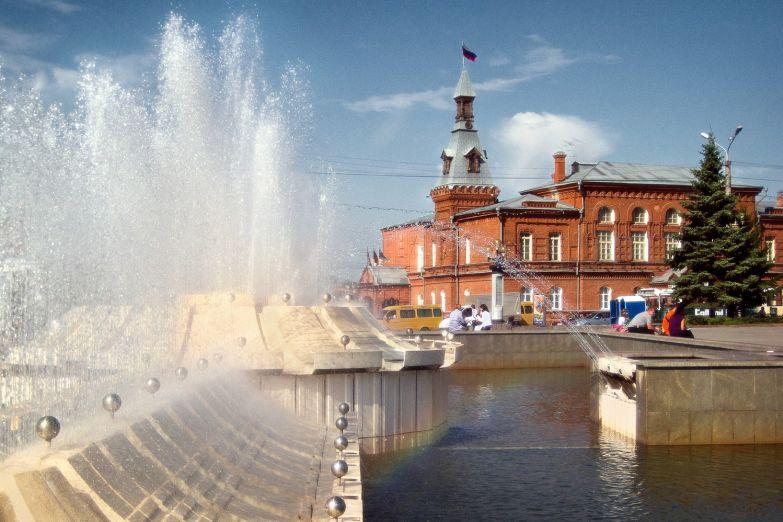 Фонтан на Театральной площади в Омске