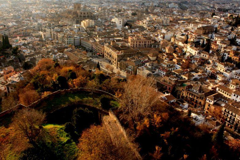 Вид на Гранаду из Альгамбры