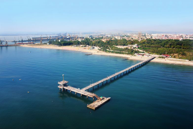 Вид на Бургас с моря
