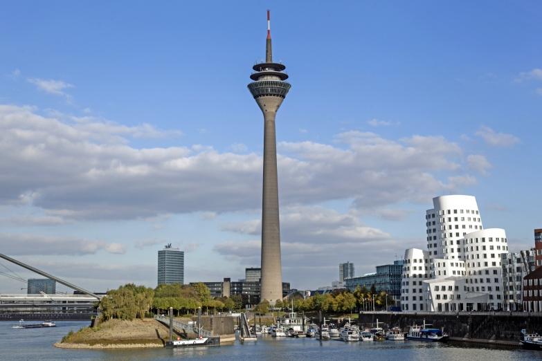 Рейнская башня и район Медиа-Гавань