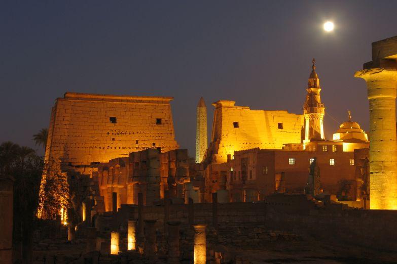 Храм в Луксоре ночью