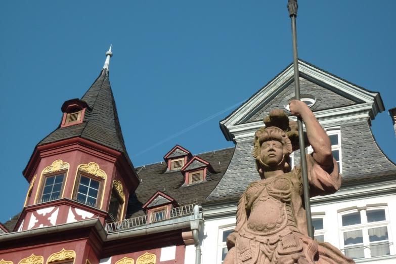Статуя на площади Рёмерберг
