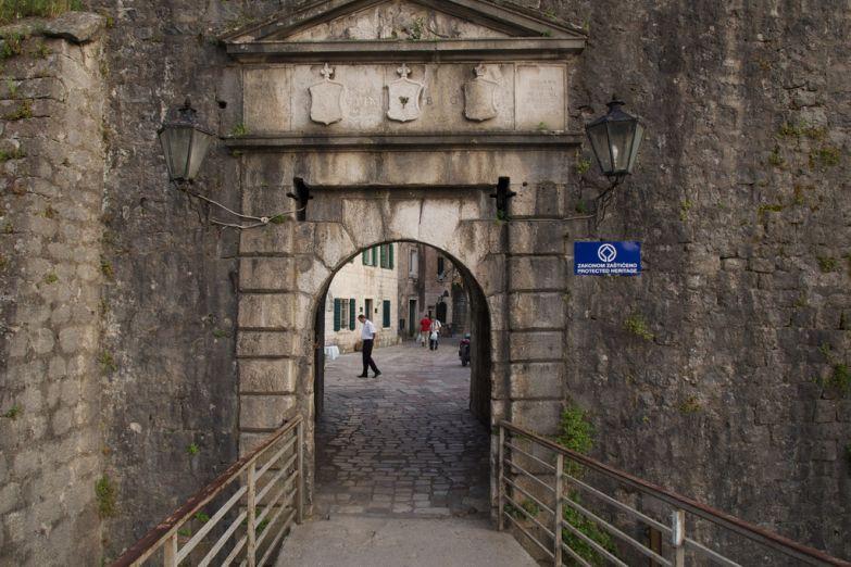 Ворота в Старый Котор