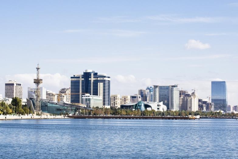 Вид на центральную часть гавани Баку