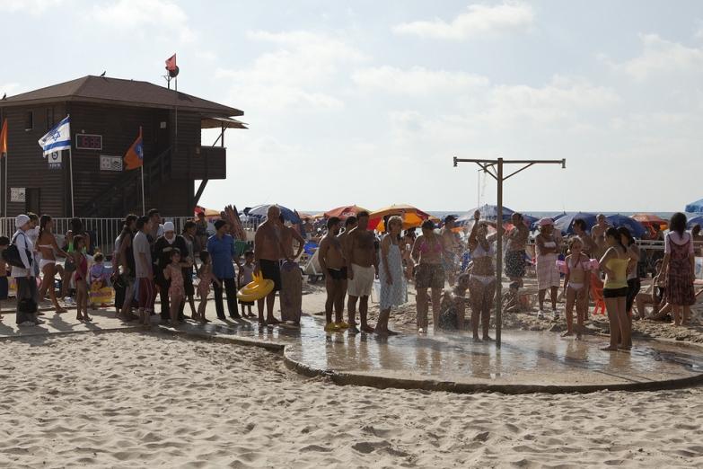 Душ на пляже Нетании