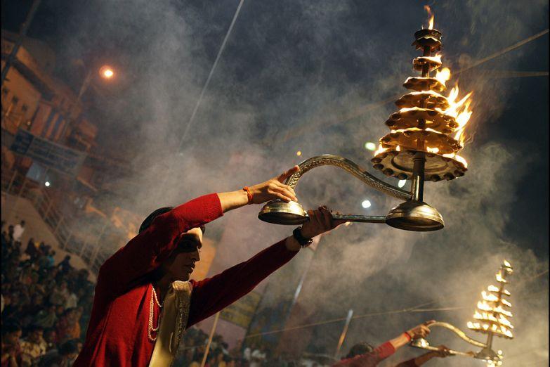 Вечернее богослужение в священном городе Варанаси