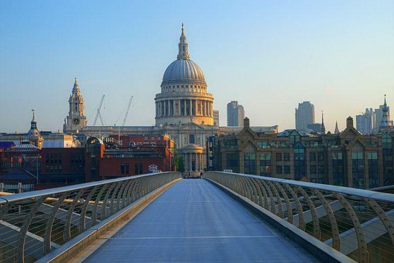 Вид с моста Тысячилетия