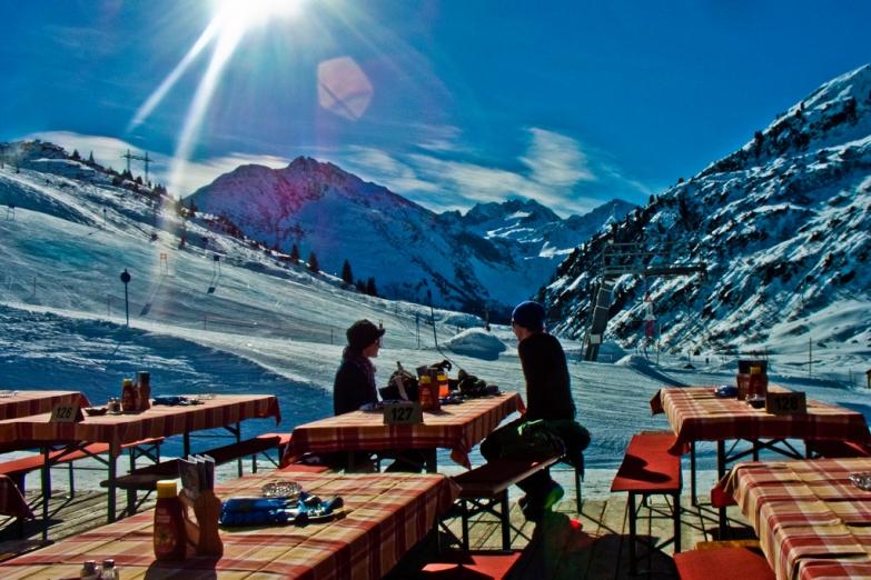 Открытое кафе в горах