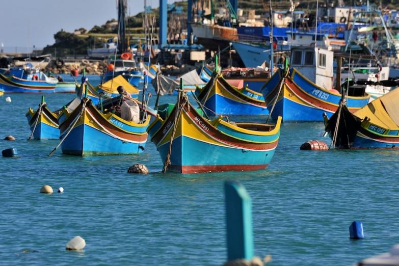 Мальтийские рыбацкие лодки луццу