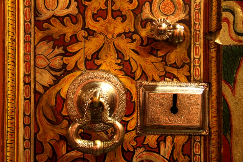 Деталь храмовой двери