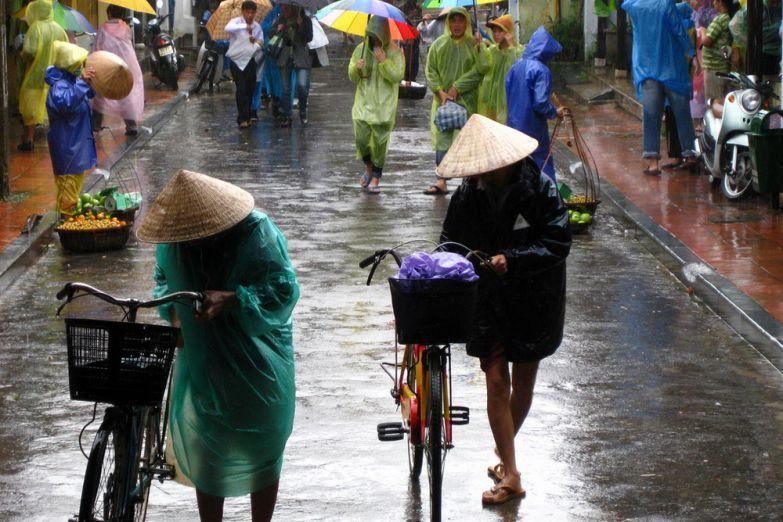 Городская улица в дождь
