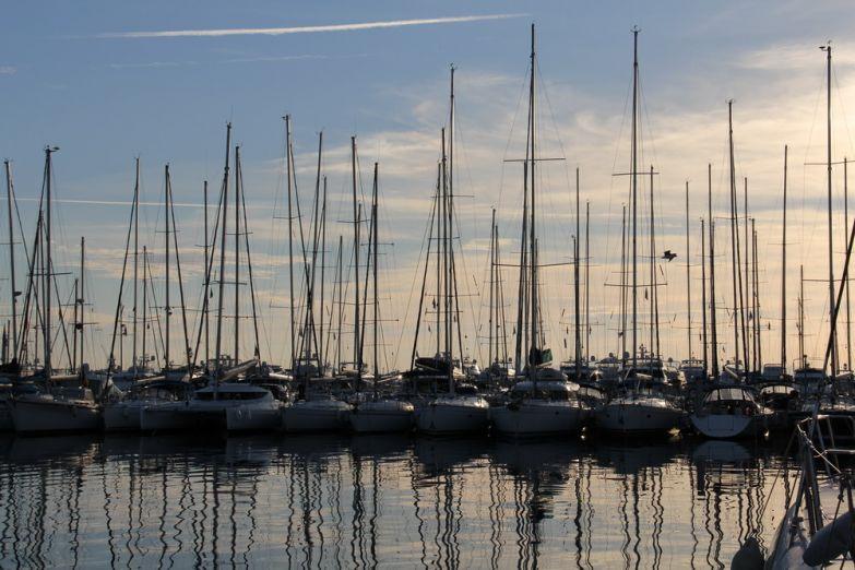 Яхты у причала Flisvos Marina