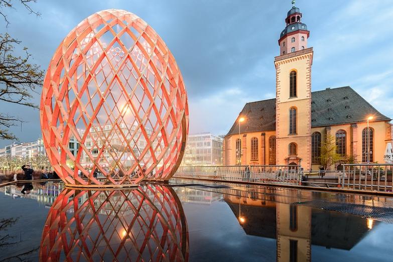 Световая инсталляция OVO на ярмарке Luminale во Франкфурте