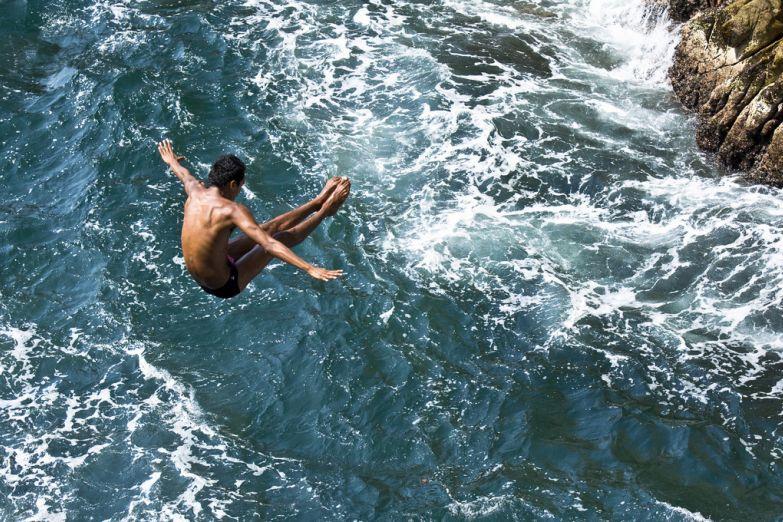 Прыжки с утеса в Ла-Кебрада