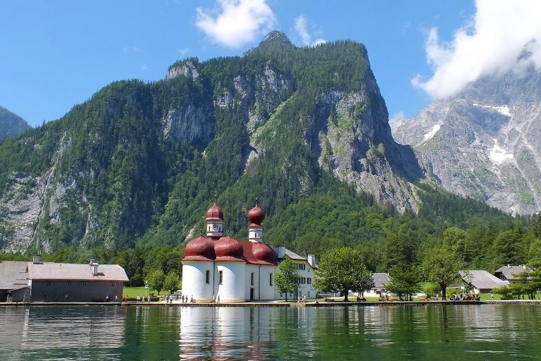 Церковь Святого Варфоломея на озере Кёнигсзе