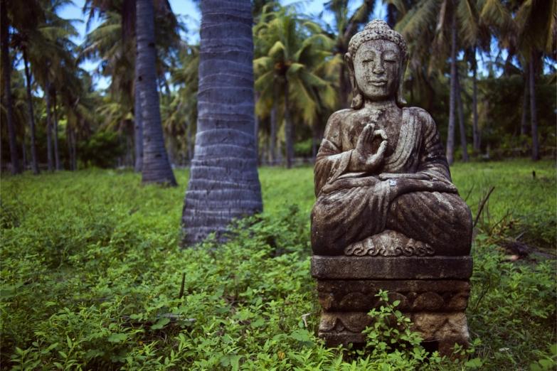 Статуя Будды на острове Гили Траванган