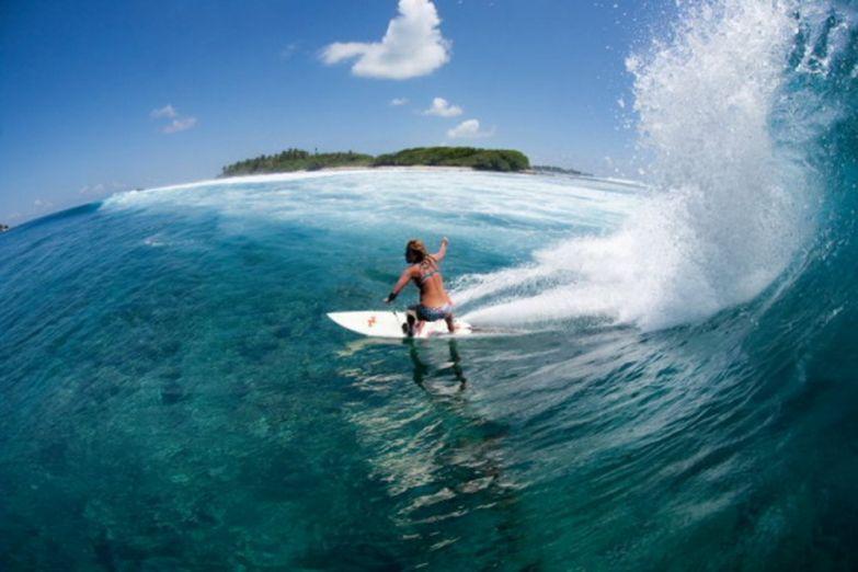 Серфинг на искусственном пляже Мале