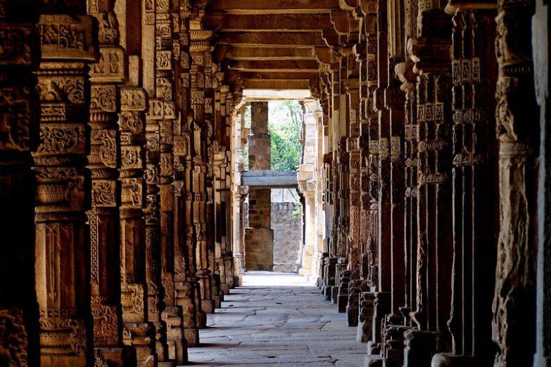 В храмовом комплексе Кутуб Минар