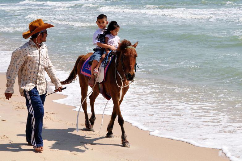 Конная прогулка по пляжу Хуа Хина