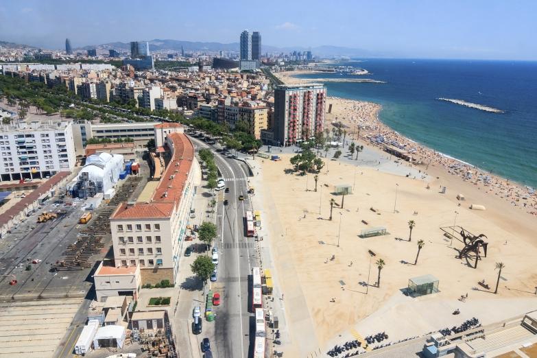 Вид на городской пляж Барселоны