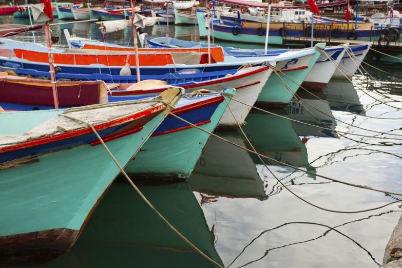 Прогулочные лодки у побережья Алании