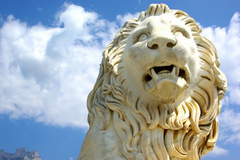 Лев у Воронцовского дворца