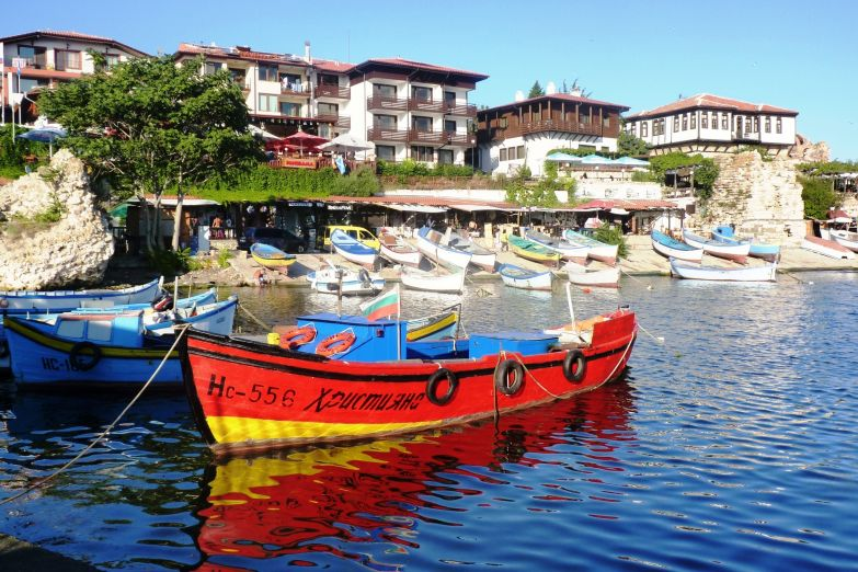 Лодка в гавани Несебра