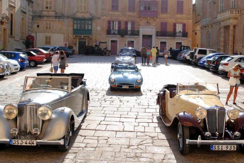 Мальтийская свадьба с участием ретро-автомобилей