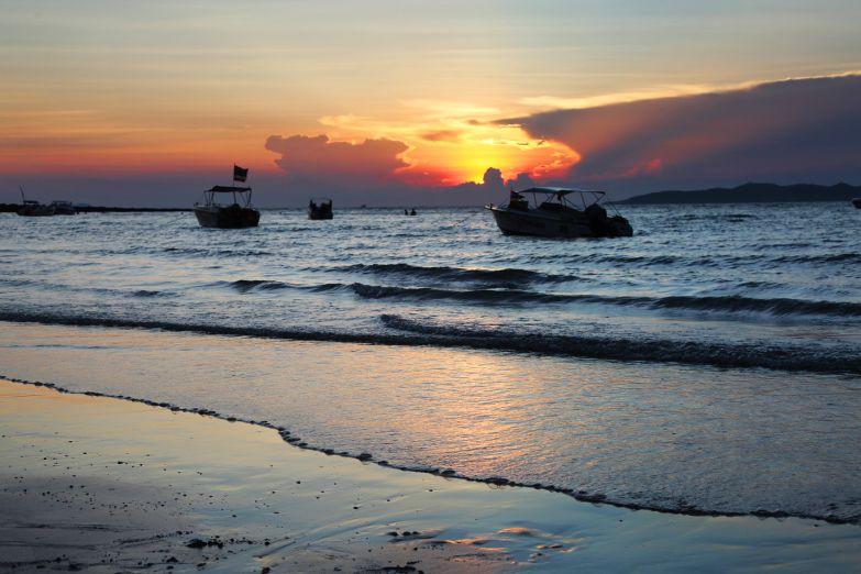 Закат над пляжем Хуа Хина