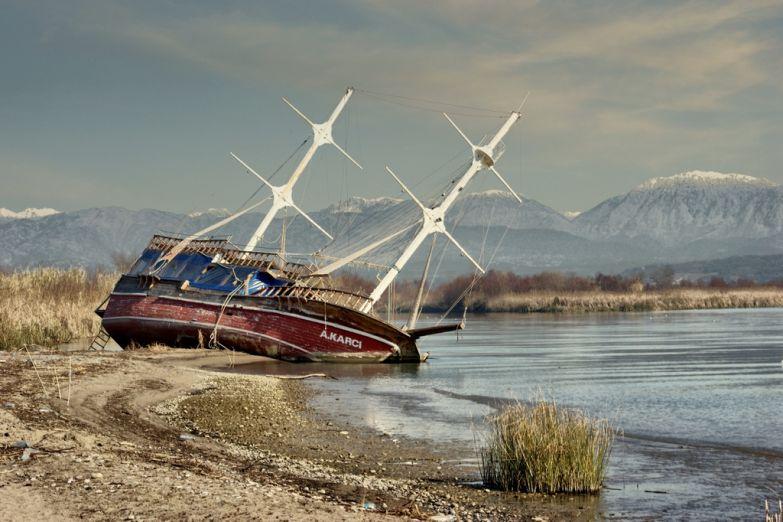 Корабль на берегу