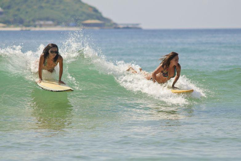 Девушки на серфинге