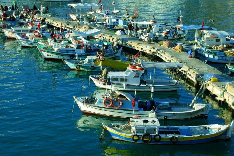 Рыбацкие лодки в Анталии