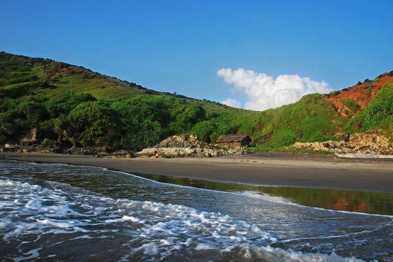 Пляж White Rock Beach в Северном Гоа
