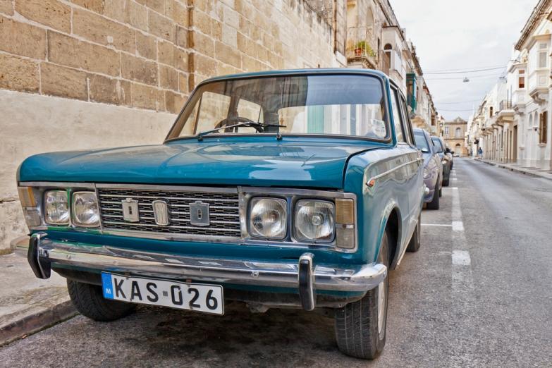Раритетное авто на улице Мдины